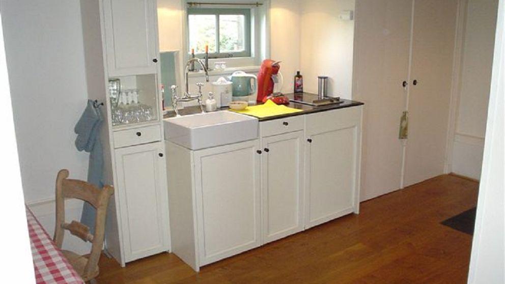 Ook de keuken is compleet en met mooie materialen ingericht