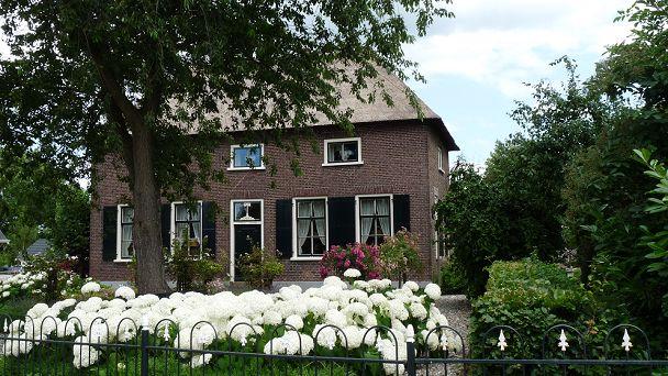 Aalst is een rustiek dorpje aan de Maas. Het ligt midden in het schitterende rivierenlandschap