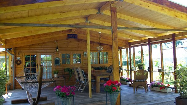 Huisje Nijenstein met privé tuin en eigen hot tub, wat een paradijsje