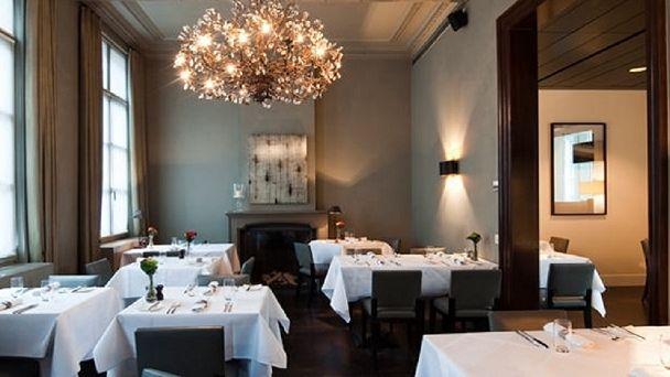 Vergeet niet uw tafel te reserveren, want het restaurant staat zeer goed aangeschreven.